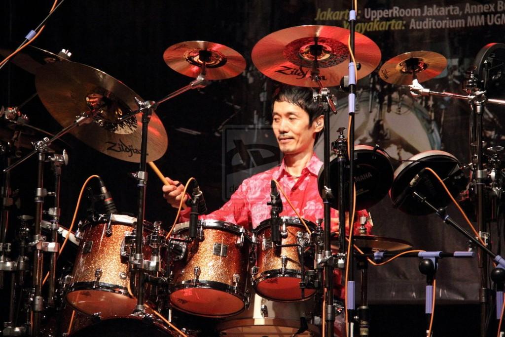 Profil Akira Jimbo