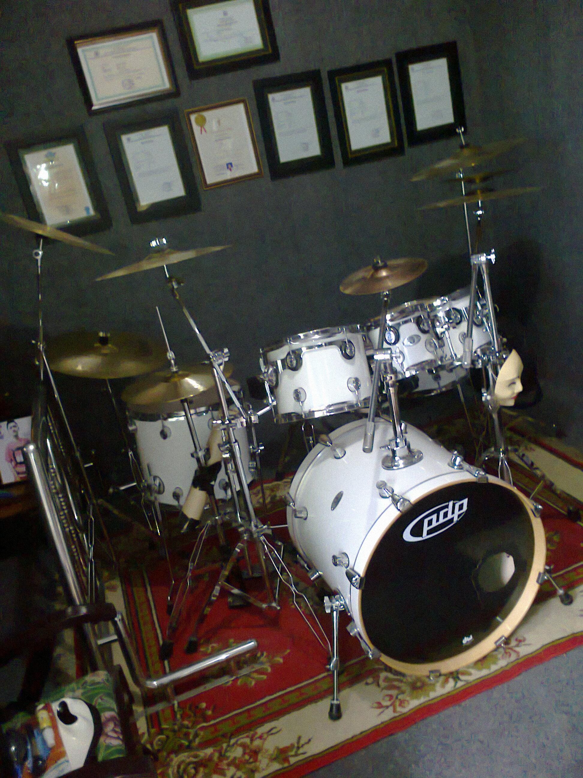 drummer terbaik indonesia dan dunia kumpulan tips drum tempat belajar drum cara bermain. Black Bedroom Furniture Sets. Home Design Ideas
